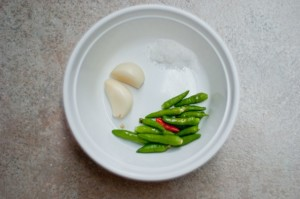 bahan sos kacang gado gado jawa indonesia cili hijau bawang putih garam
