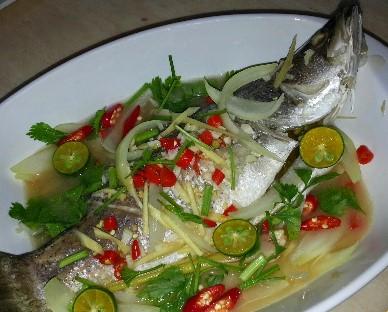 resepi lauk ikan siakap kukus limau ala thai untuk makan tengahari - Aneka Resepi Mudah dan Sedap