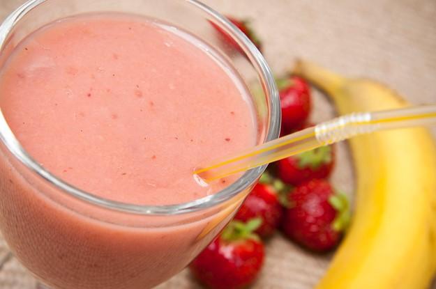 resepi banana strawbery smoothies untuk berbuka puasa